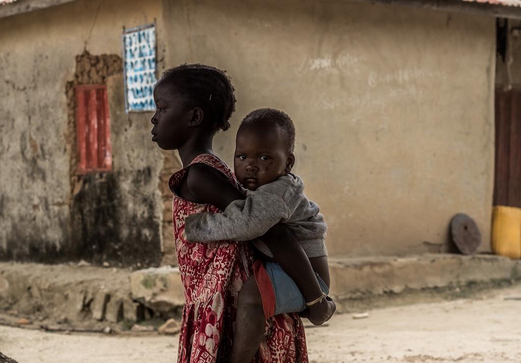 nigeria-children-piggyback