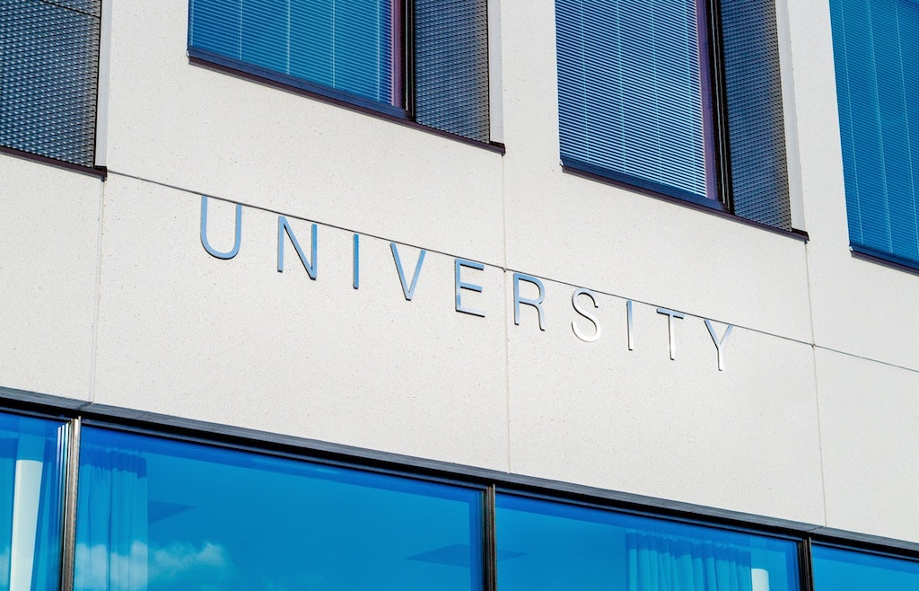 Tips To Use The Internet Properly When Looking For A Great College