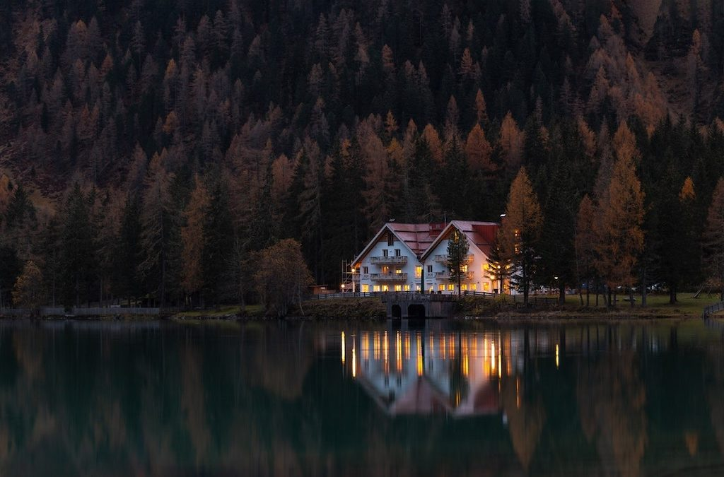 What Real Estate Experts are Saying About the Top Lake Houses for Sale
